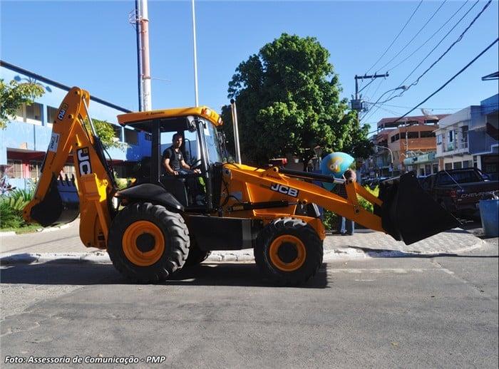 Máquina foi entregue pelo governador, Renato Casagrande. Foto: ACOM/ Prefeitura de Piúma.